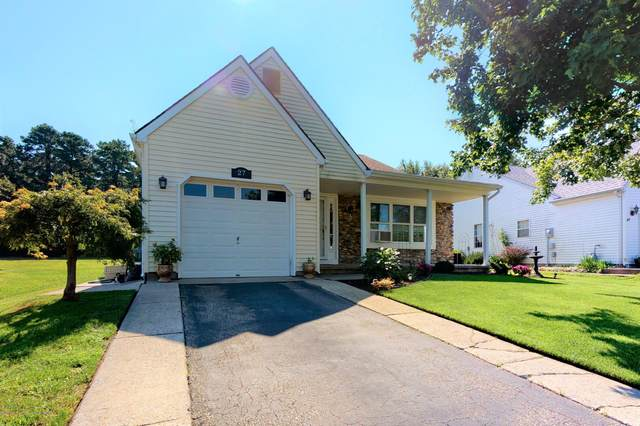 27 Narberth Way, Toms River, NJ 08757 (MLS #22028758) :: Caitlyn Mulligan with RE/MAX Revolution