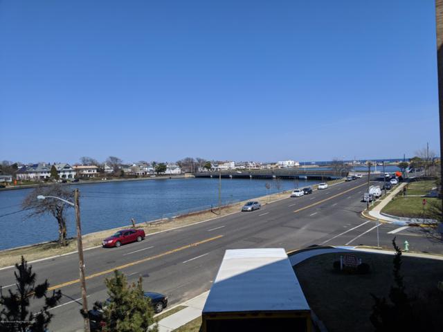 500 Deal Lake Drive 2C, Asbury Park, NJ 07712 (MLS #21913614) :: The MEEHAN Group of RE/MAX New Beginnings Realty