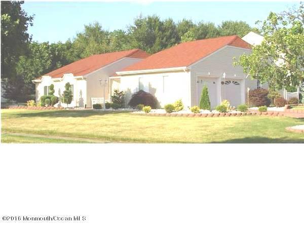 36 Hawthorne Avenue, Holmdel, NJ 07733 (MLS #21642819) :: The Dekanski Home Selling Team