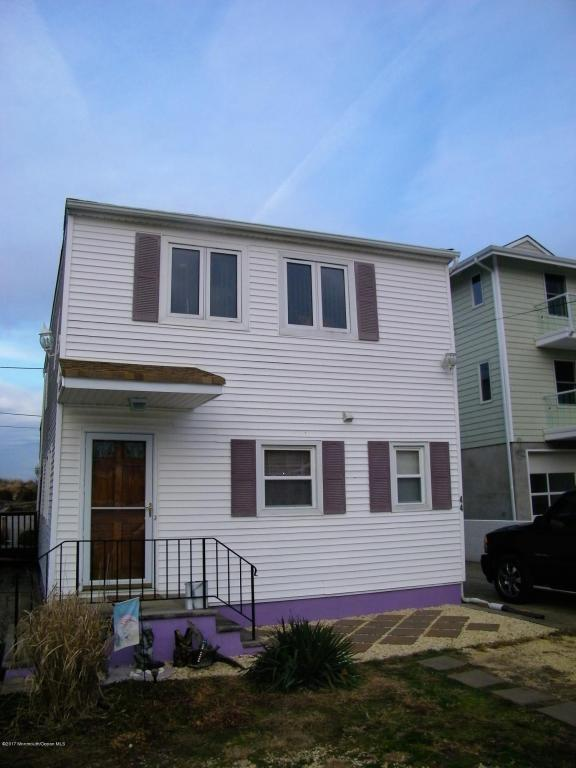 44 Bayside Parkway, Keansburg, NJ 07734 (MLS #21700645) :: The Dekanski Home Selling Team