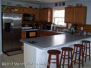 10 Stonegate Drive, Little Egg Harbor, NJ 08087 (MLS #21710426) :: The Dekanski Home Selling Team