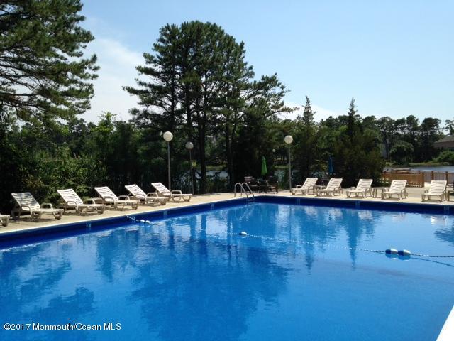 112 E Holly Lane #401, Little Egg Harbor, NJ 08087 (MLS #21713147) :: The Dekanski Home Selling Team