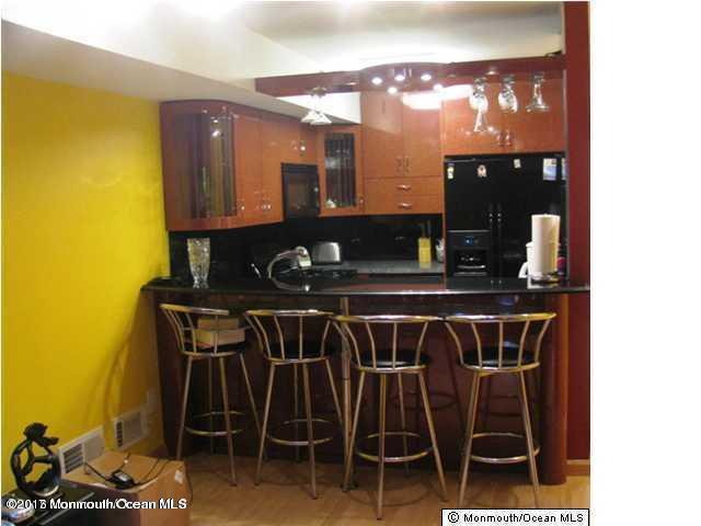 43 Queens Way, Englishtown, NJ 07726 (MLS #21713316) :: The Dekanski Home Selling Team
