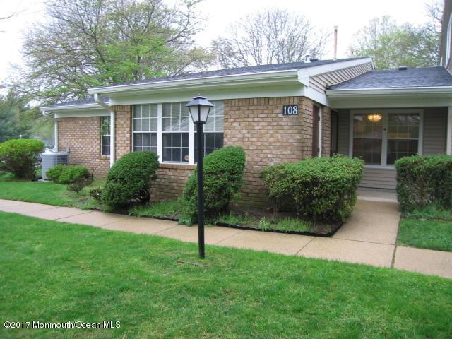 108 Arrowwood Court, Middletown, NJ 07748 (MLS #21715452) :: The Dekanski Home Selling Team