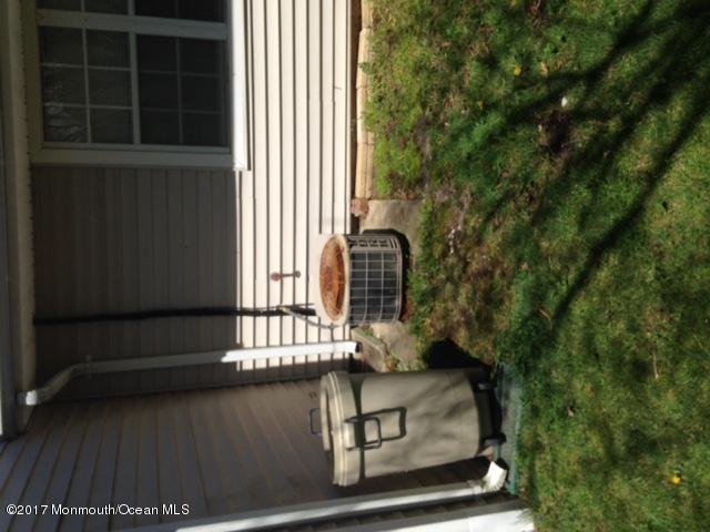138 B Sunflower Drive, Lakewood, NJ 08701 (MLS #21715715) :: The Dekanski Home Selling Team