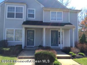 122 Wellington Court, Manalapan, NJ 07726 (MLS #21716617) :: The Dekanski Home Selling Team