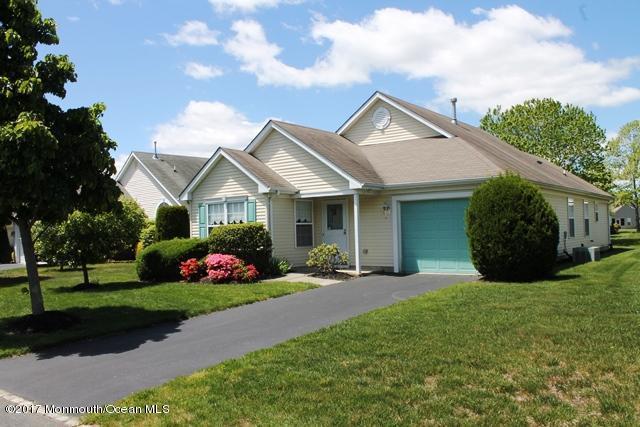 10 Valley Stream Lane, Lakewood, NJ 08701 (MLS #21718954) :: The Dekanski Home Selling Team