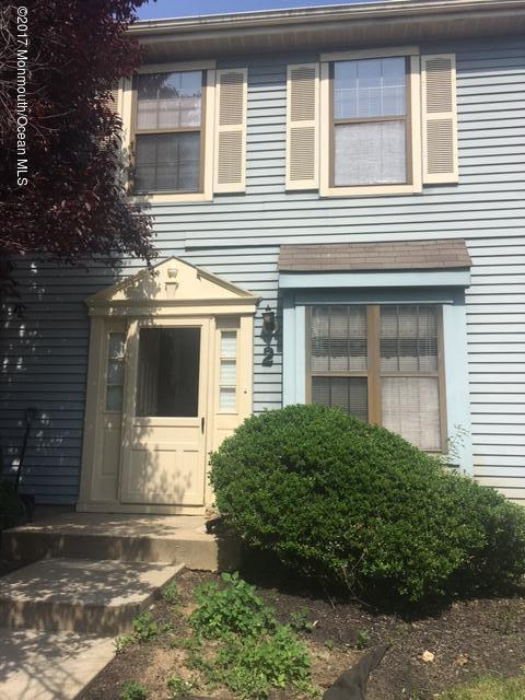 41-2 Lindsey Court, Freehold, NJ 07728 (MLS #21719835) :: The Dekanski Home Selling Team
