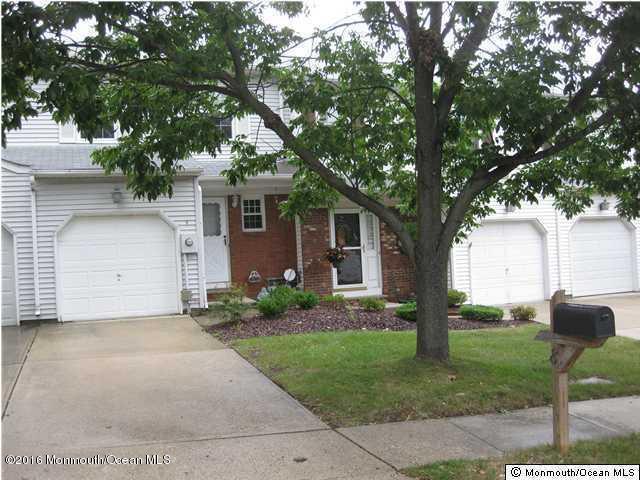 8 Oak Lane, Eatontown, NJ 07724 (MLS #21721434) :: The Dekanski Home Selling Team