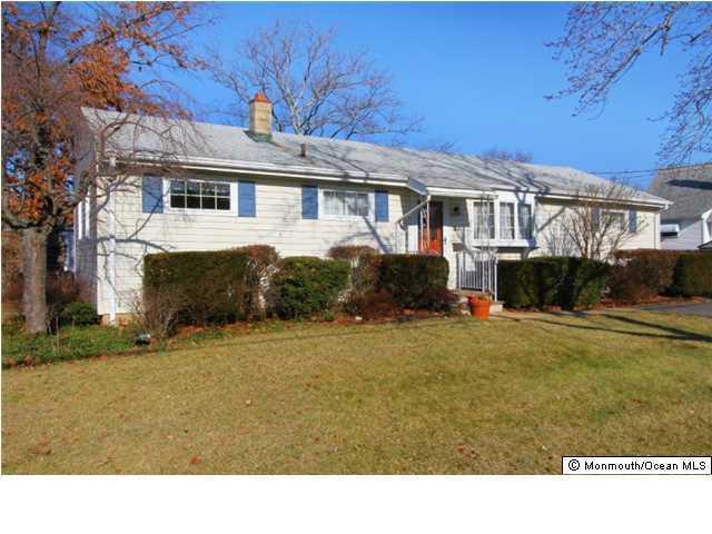 21 Winthrop Place, Hazlet, NJ 07730 (MLS #21721650) :: The Dekanski Home Selling Team