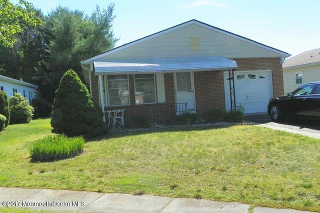 4 Balmoral Court, Toms River, NJ 08757 (MLS #21722807) :: The Dekanski Home Selling Team