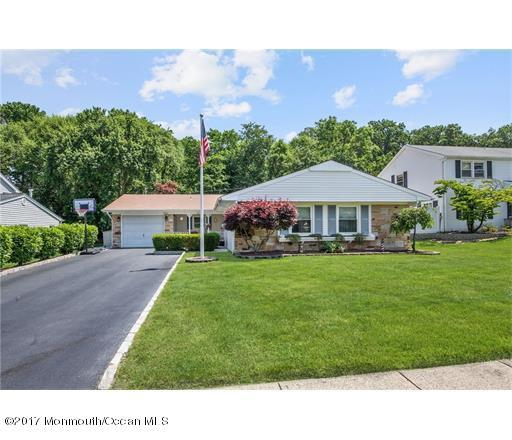 26 Courtland Lane, Matawan, NJ 07747 (MLS #21723084) :: The Dekanski Home Selling Team