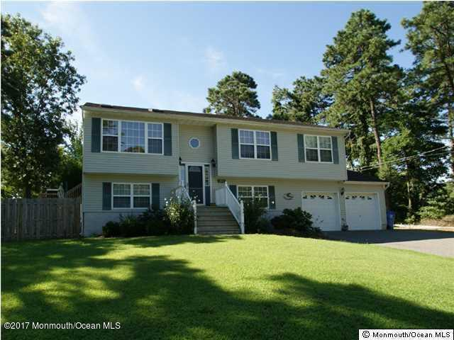 1716 11th Avenue, Toms River, NJ 08757 (MLS #21723116) :: The Dekanski Home Selling Team