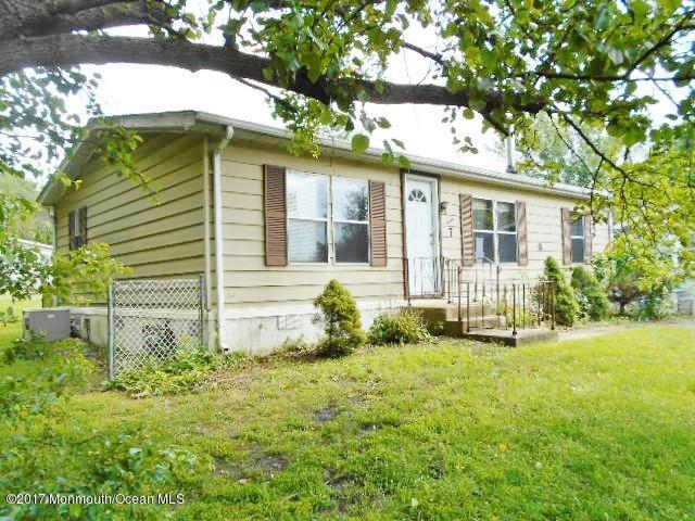 7 Fallow Drive, Manalapan, NJ 07726 (MLS #21723313) :: The Dekanski Home Selling Team