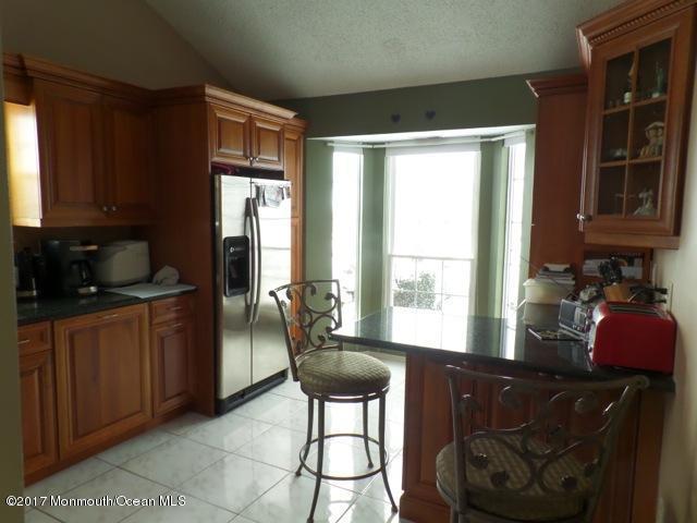 185 Snow Drop Place, Freehold, NJ 07728 (MLS #21724092) :: The Dekanski Home Selling Team