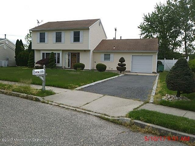 16 Bernard Drive, Howell, NJ 07731 (MLS #21724255) :: The Dekanski Home Selling Team