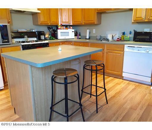 665 Saint Andrews Place, Manalapan, NJ 07726 (MLS #21724545) :: The Dekanski Home Selling Team