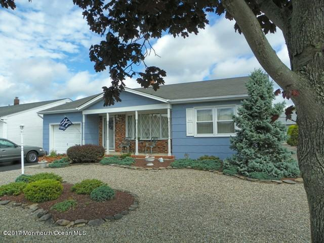 21 Jericho Road, Toms River, NJ 08757 (MLS #21725869) :: The Dekanski Home Selling Team