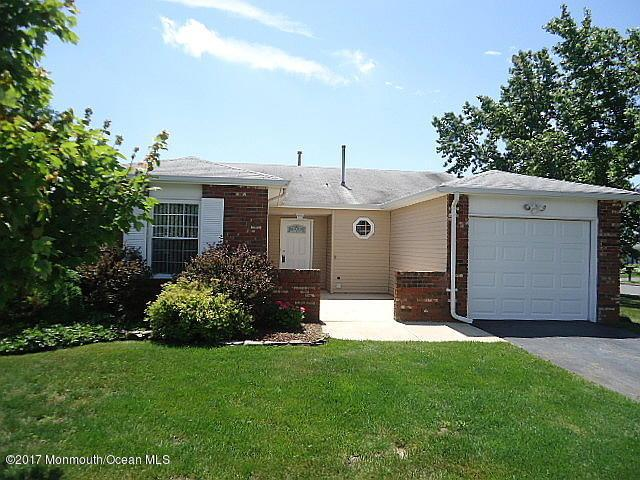 16 Greenbriar Boulevard, Brick, NJ 08724 (MLS #21726839) :: The Dekanski Home Selling Team