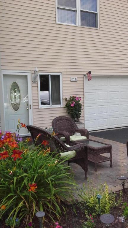 623 Randall Way, Aberdeen, NJ 07747 (MLS #21728179) :: The Dekanski Home Selling Team