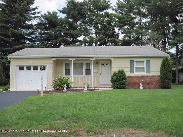 28 Stanford Court E, Toms River, NJ 08757 (MLS #21728270) :: The Dekanski Home Selling Team