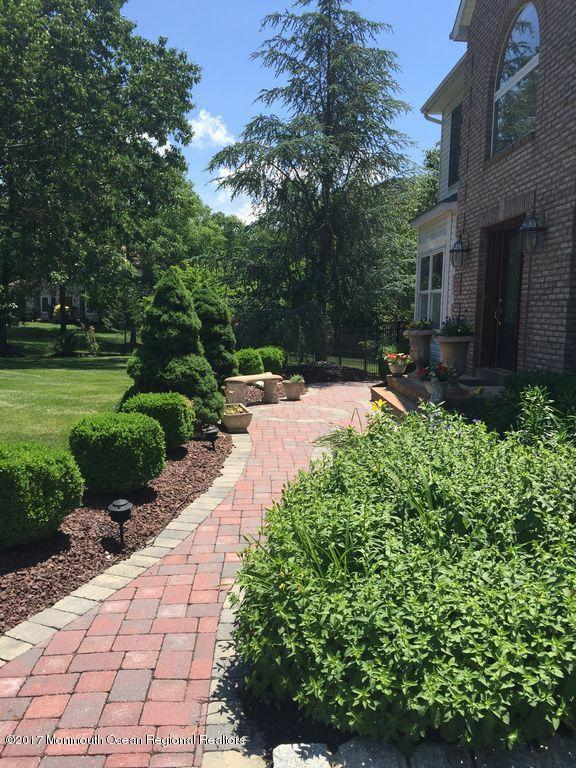 16 Pioneer Court, Freehold, NJ 07728 (#21728299) :: Daunno Realty Services, LLC