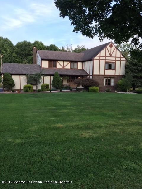 10 Red Hawk Road S, Colts Neck, NJ 07722 (MLS #21735696) :: The Dekanski Home Selling Team