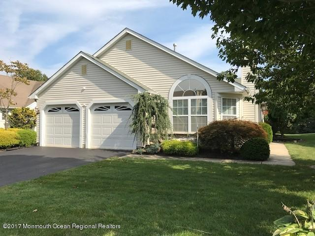 132 Skyline Drive, Lakewood, NJ 08701 (MLS #21736133) :: The Dekanski Home Selling Team