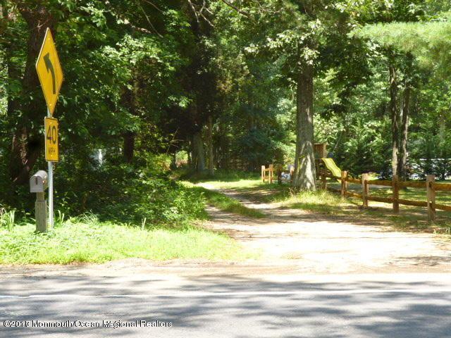 319 E Veterans Highway, Jackson, NJ 08527 (MLS #21736305) :: The Dekanski Home Selling Team
