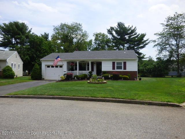 4 Waldwick Court, Toms River, NJ 08757 (MLS #21736750) :: The Dekanski Home Selling Team