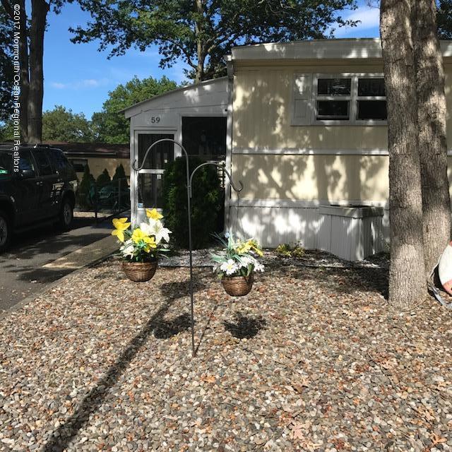 59 Roberts Road, Toms River, NJ 08755 (MLS #21737108) :: The Dekanski Home Selling Team