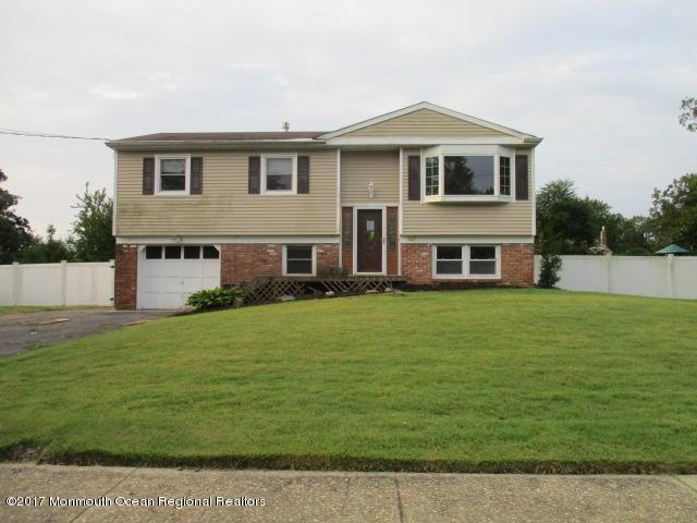 347 Colonial Drive, Toms River, NJ 08753 (MLS #21737315) :: The Dekanski Home Selling Team