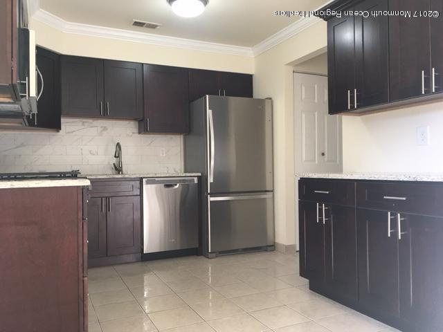 8 Cooper Court, Freehold, NJ 07728 (MLS #21739297) :: The Dekanski Home Selling Team