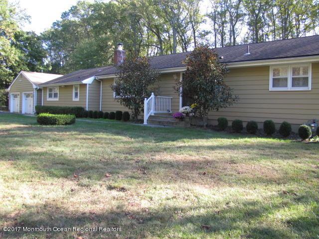 5 Manee Place, Holmdel, NJ 07733 (MLS #21740271) :: The MEEHAN Group of RE/MAX New Beginnings Realty