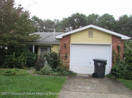 105 Lions Head Boulevard S, Brick, NJ 08723 (MLS #21740329) :: The Dekanski Home Selling Team