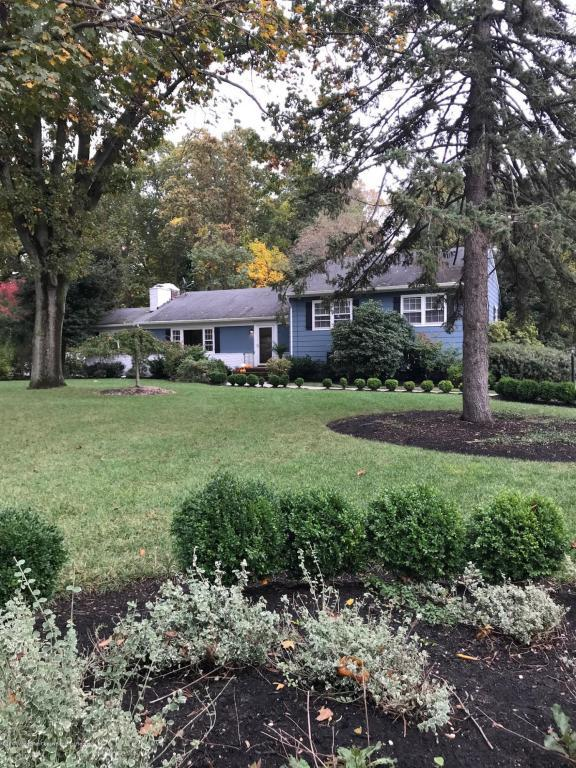 6 Circle Drive, Rumson, NJ 07760 (MLS #21742940) :: The Force Group, Keller Williams Realty East Monmouth