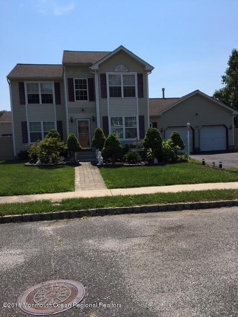 12 Crossbrooke Court, Howell, NJ 07731 (MLS #21824154) :: The Force Group, Keller Williams Realty East Monmouth