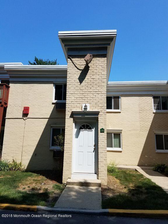 18 Lake Avenue 2B, East Brunswick, NJ 08816 (MLS #21830305) :: The MEEHAN Group of RE/MAX New Beginnings Realty