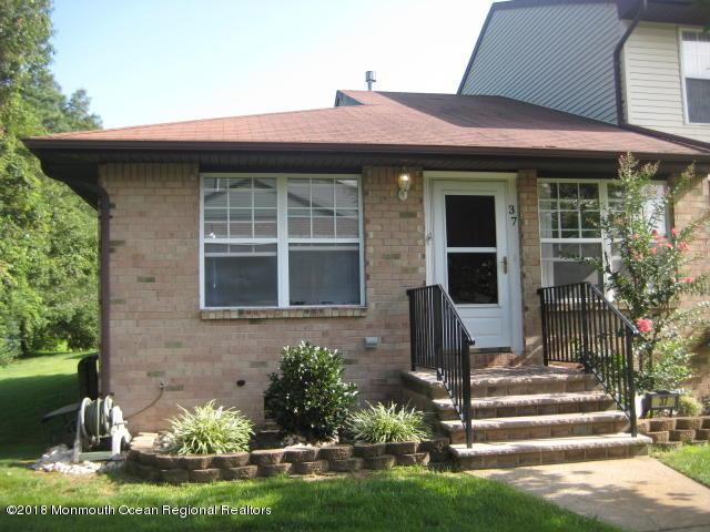 37 Kitty Court, Brick, NJ 08724 (MLS #21833976) :: The MEEHAN Group of RE/MAX New Beginnings Realty