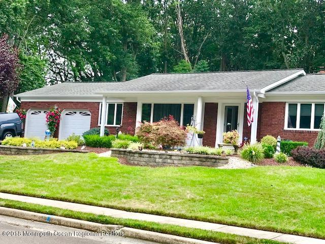 10 Macleish Drive, Morganville, NJ 07751 (MLS #21834288) :: The Dekanski Home Selling Team