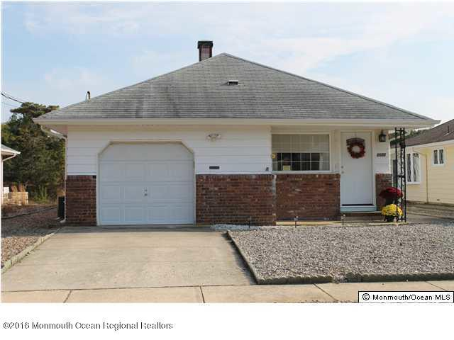 1677 Yorktowne Boulevard, Toms River, NJ 08753 (MLS #21837051) :: The Dekanski Home Selling Team