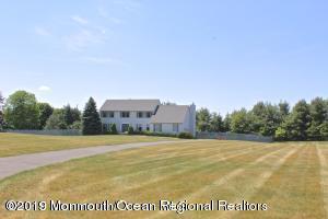 21 Yellow Brook Road, Holmdel, NJ 07733 (MLS #21906543) :: Vendrell Home Selling Team
