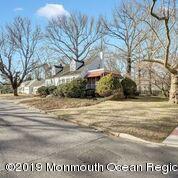 424 Roosevelt Avenue, Oakhurst, NJ 07755 (MLS #21907026) :: The MEEHAN Group of RE/MAX New Beginnings Realty