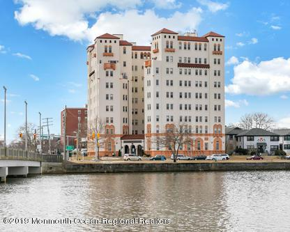 400 Deal Lake Drive 6A, Asbury Park, NJ 07712 (MLS #21908389) :: The MEEHAN Group of RE/MAX New Beginnings Realty