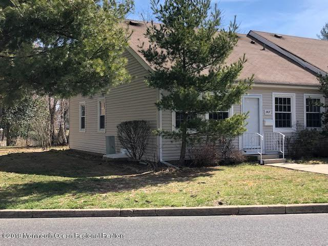140F Parkway Drive, Freehold, NJ 07728 (MLS #21913329) :: The MEEHAN Group of RE/MAX New Beginnings Realty