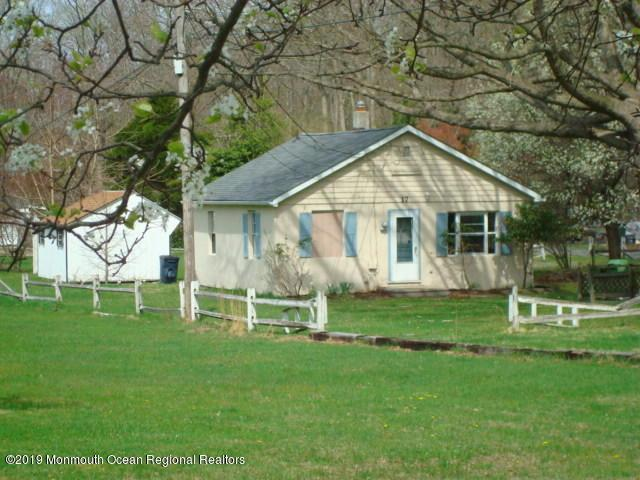 17 Yellowbrook Road, Freehold, NJ 07728 (MLS #21915828) :: The Dekanski Home Selling Team