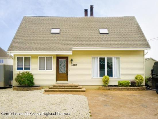 3210 Beachview Drive, Toms River, NJ 08753 (MLS #21920221) :: The MEEHAN Group of RE/MAX New Beginnings Realty