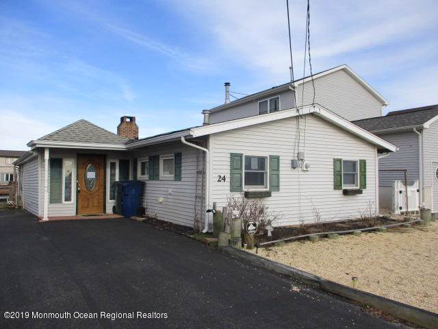 24 W Raritan Drive, Little Egg Harbor, NJ 08087 (MLS #21941285) :: The Dekanski Home Selling Team