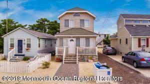 27 N 7th Street, Surf City, NJ 08008 (MLS #21942627) :: The MEEHAN Group of RE/MAX New Beginnings Realty