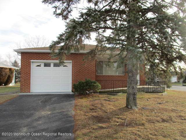 2 Newcastle Court, Toms River, NJ 08757 (MLS #22006147) :: The MEEHAN Group of RE/MAX New Beginnings Realty
